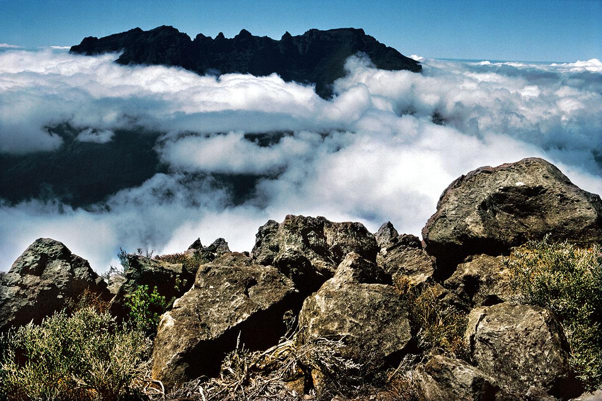 Le massif du Piton des Neiges, vue du Grand Bénare. À l'Ouest, le Gros Morne