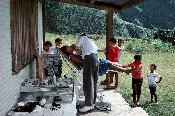 Chaque élève se fait examiner par le dentiste – Les Orangers