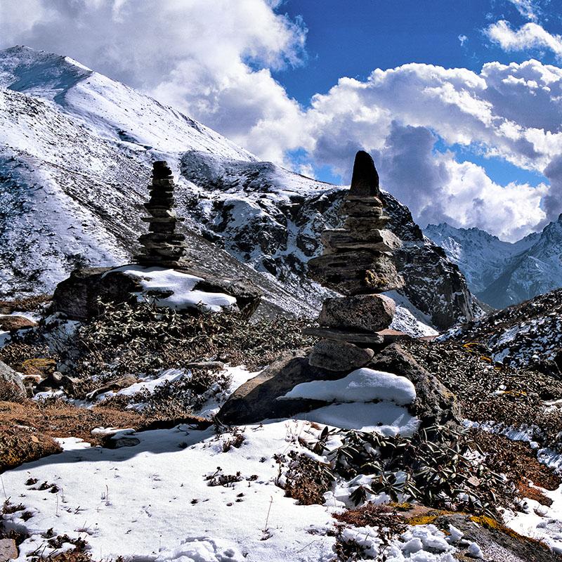 Chorten de pierres empilées, route de Point Zéro - Sikkim (Inde)