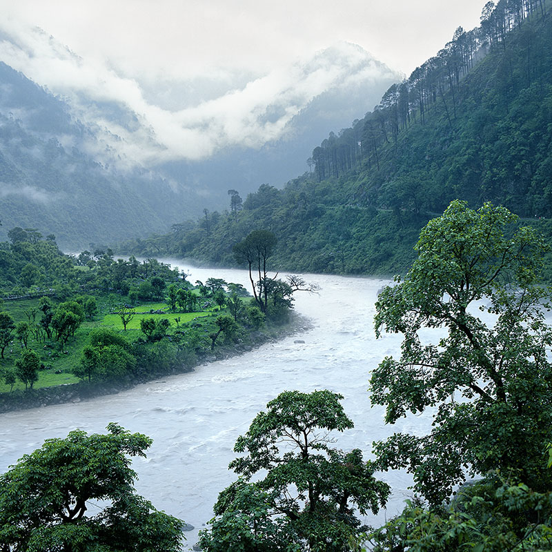Matin pluvieux sur le Gange - Route de Gangotri (Inde)