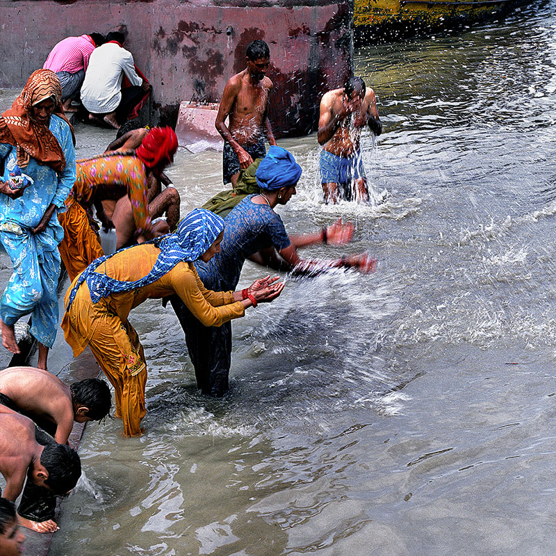 Prières et ablutions - Rishikesh (Inde)
