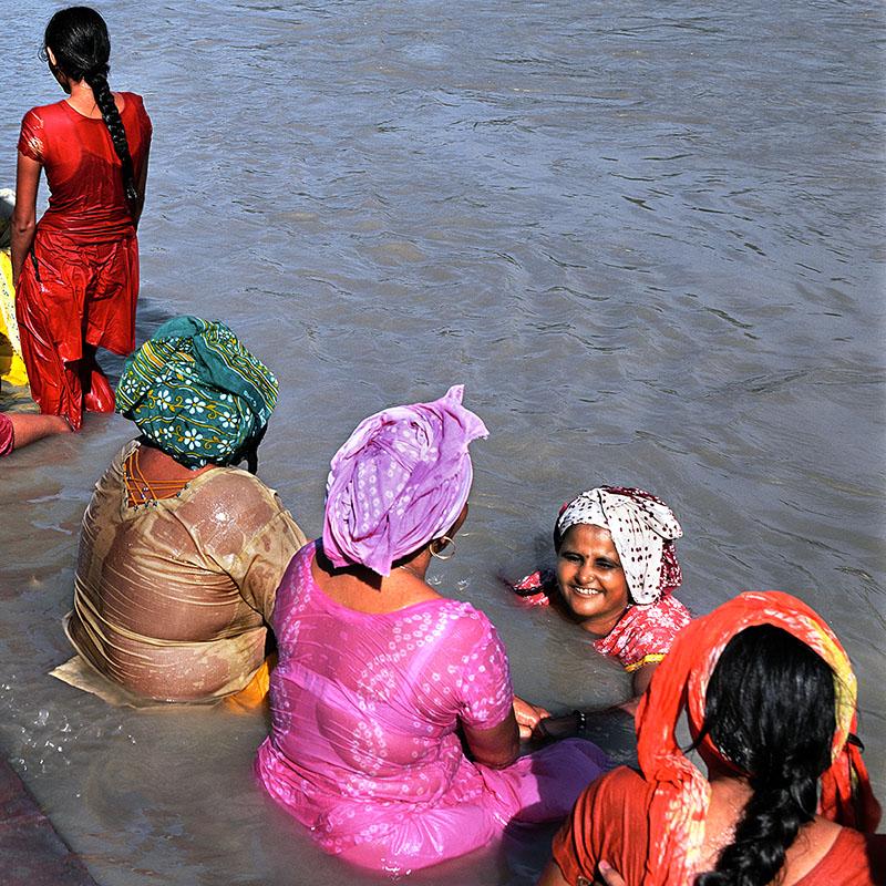 Baignade dans le Gange - Rishikesh (Inde)