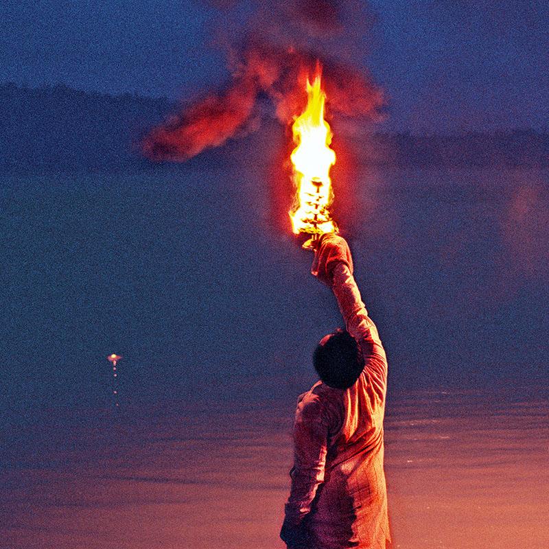 Offrande de la lumière à Ganga - Triveni Ghat - Rishikesh (Inde)