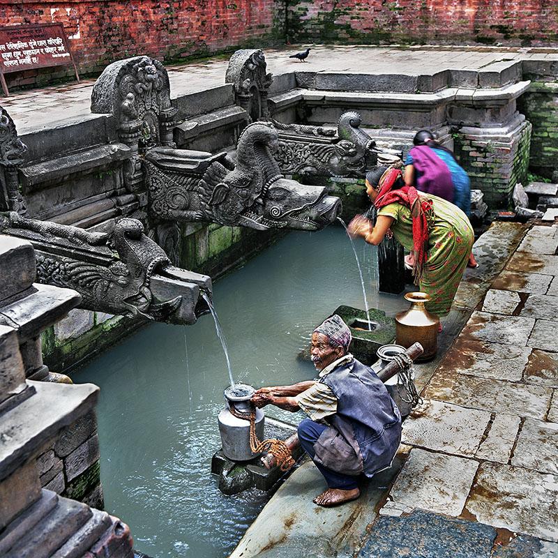 Porteur d'eau à Patan - Nepal