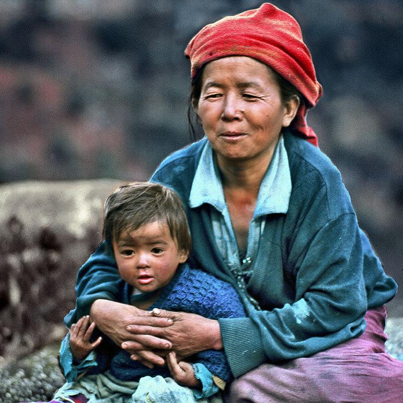 La mère et l'enfant - Route de Lachung, Sikkim (Inde)