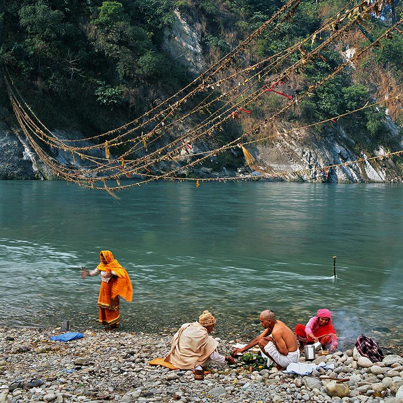 Cérémonie au bord de l'eau - Devghat (Népal)