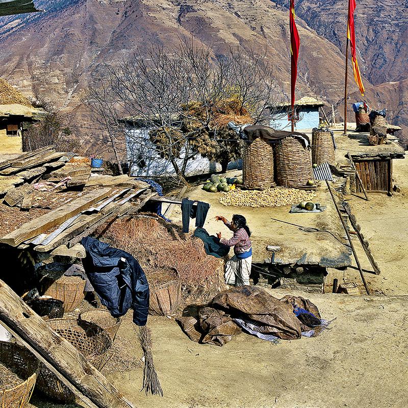 La vie sur les toits-terrasses - Dangibada, Dolpo (Nepal)