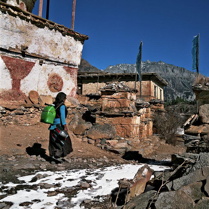 Corvée d'eau - Ringmo, Dolpo (Népal)
