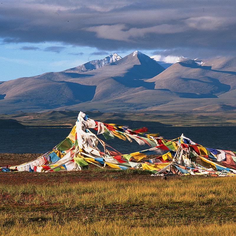 Lever de soleil sur le Langak Tso, 4572 m – Tibet
