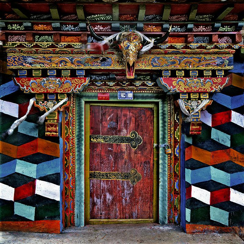 Porte d'une maison de la région de Shigatse - Tibet